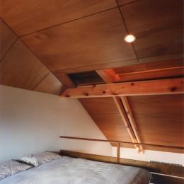【自由が丘の家】  宙に浮いたテラスが特徴の住宅 (ベッドルーム)