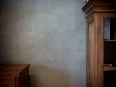 壁のペイントの素材感 (褪光の家)