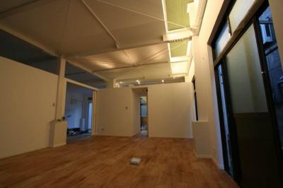 1Fファミリーリビング・寝室 (繋がる家 -工場兼用住宅を住宅にリノベーション-)