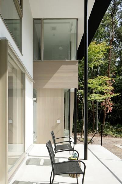 玄関ポーチ (062m-house in 軽井沢)
