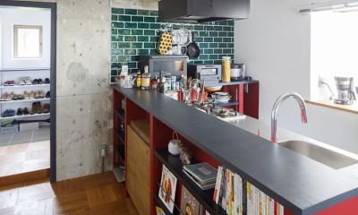 七味—制約のある物件で実現した、やりたいことがギュッと詰まった暮らし (キッチン)