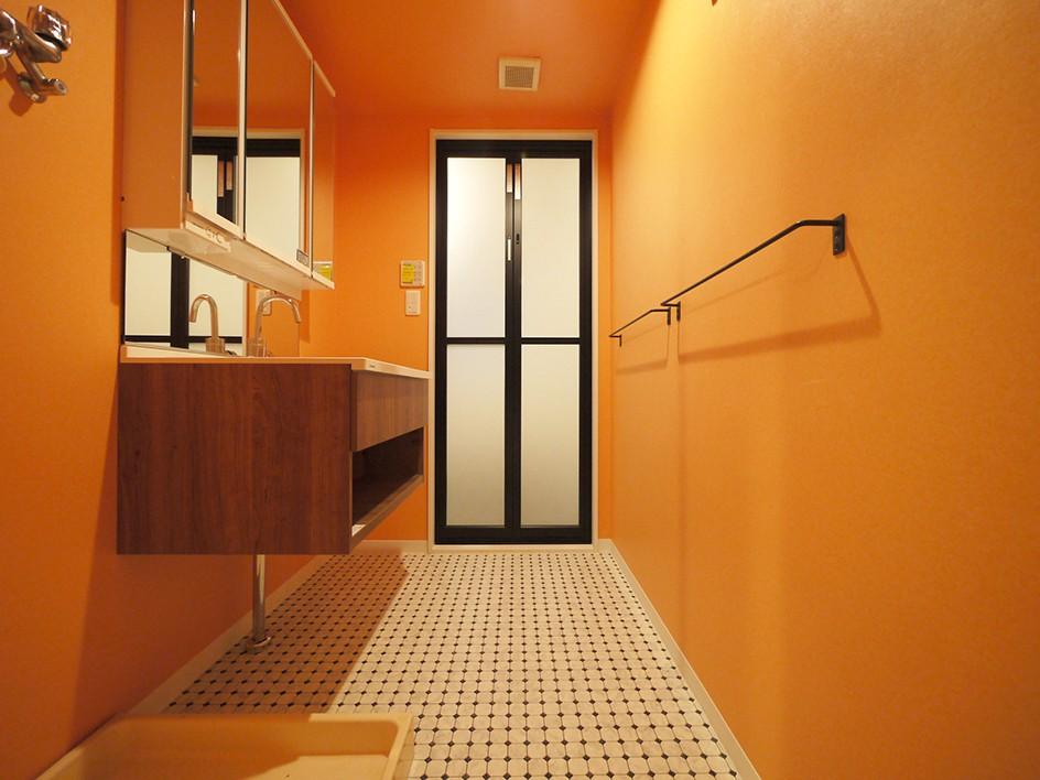洗面室 (外国風カラフルな水まわり)