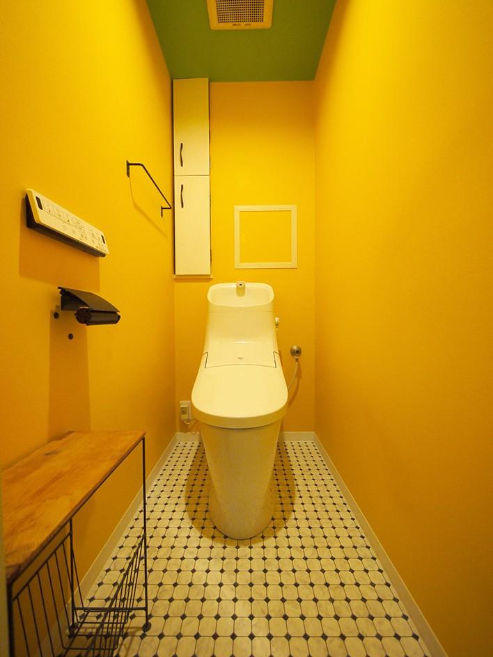 外国風カラフルな水まわり (トイレ)