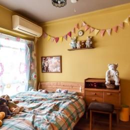 """""""好き""""に囲まれて暮らすアトリエのあるリノベーション (寝室)"""