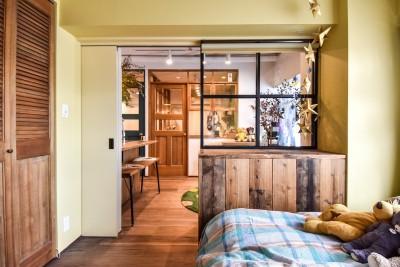 """寝室 (""""好き""""に囲まれて暮らすアトリエのあるリノベーション)"""