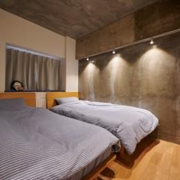 粗面RCの家 (寝室)