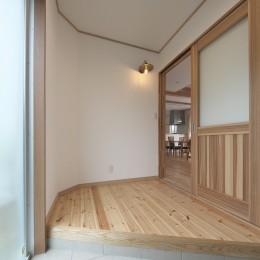 吹抜に無垢材と自然素材の家