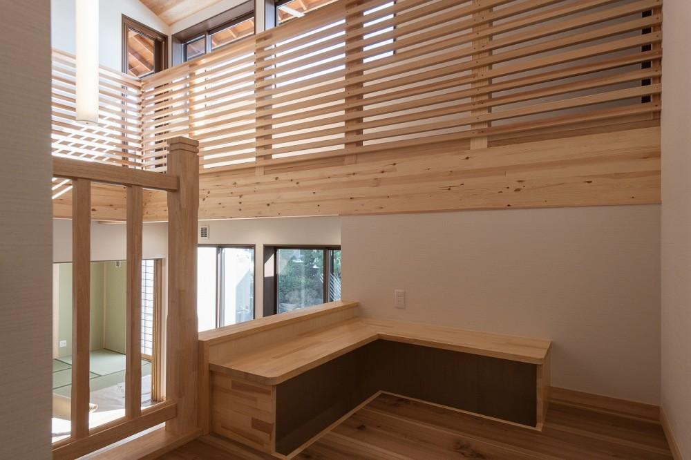 木が香る2世帯住宅 (中2階のキッズスペース)