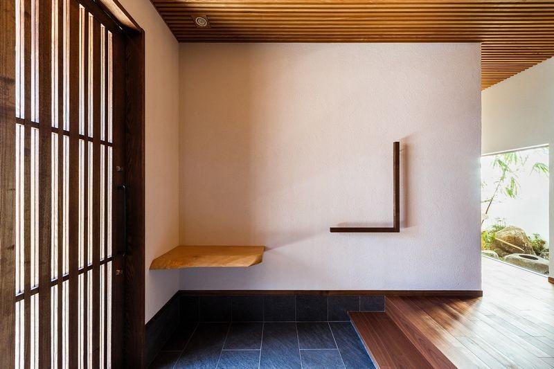 住道の家 (玄関と坪庭)