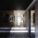 摂津の家の写真 スタイリッシュでモノトーンの玄関