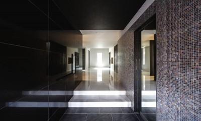 摂津の家 (スタイリッシュでモノトーンの玄関)