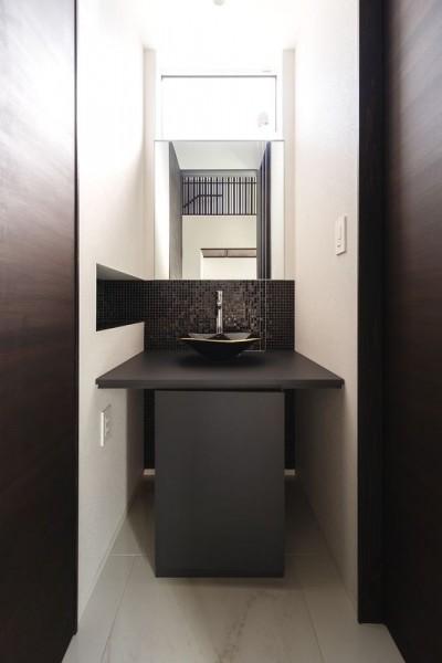 ホールの洗面コーナー (摂津の家)