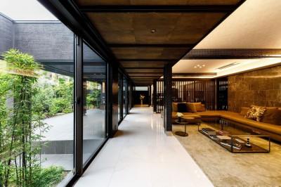 リビングルーム (摂津の家)