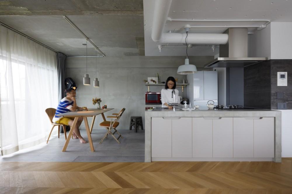 S邸-素材選びにこだわって、シンプルな家が個性的に (リビング)