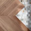 S邸-素材選びにこだわって、シンプルな家が個性的にの写真 フローリングとタイルの境界はジグザグにデザイン