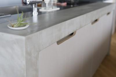キッチン (S邸-素材選びにこだわって、シンプルな家が個性的に)