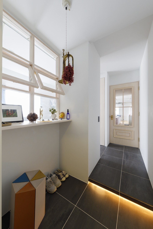 S邸-素材選びにこだわって、シンプルな家が個性的に (玄関)