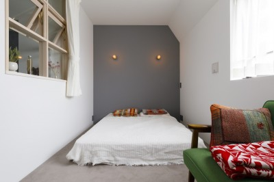 ベッドルーム (S邸-素材選びにこだわって、シンプルな家が個性的に)