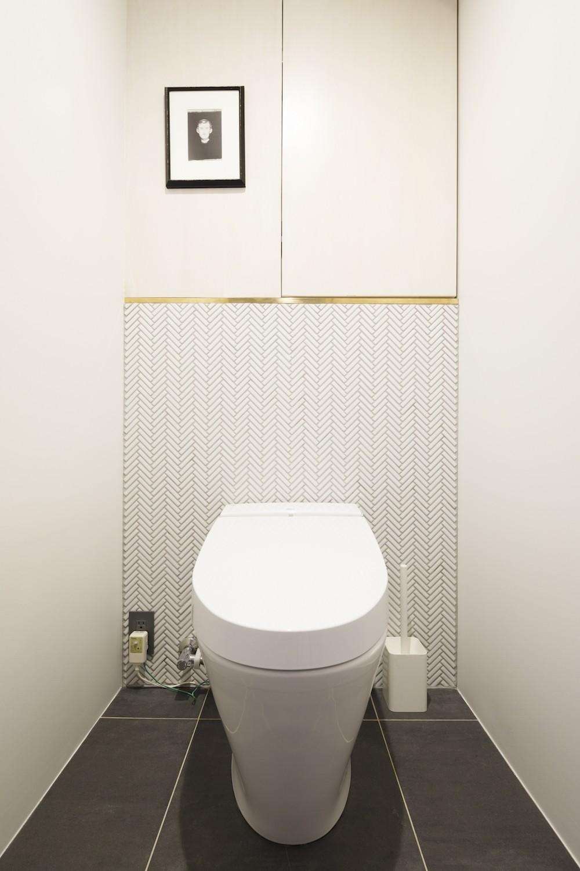 S邸-素材選びにこだわって、シンプルな家が個性的に (トイレ)