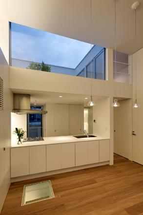 八雲の家の部屋 キッチン夜景