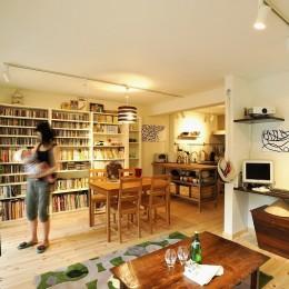 家族全員気持ちよく過せる、自然素材と回遊間取りの家 (LDK)