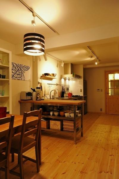家族全員気持ちよく過せる、自然素材と回遊間取りの家 (ダイニング)