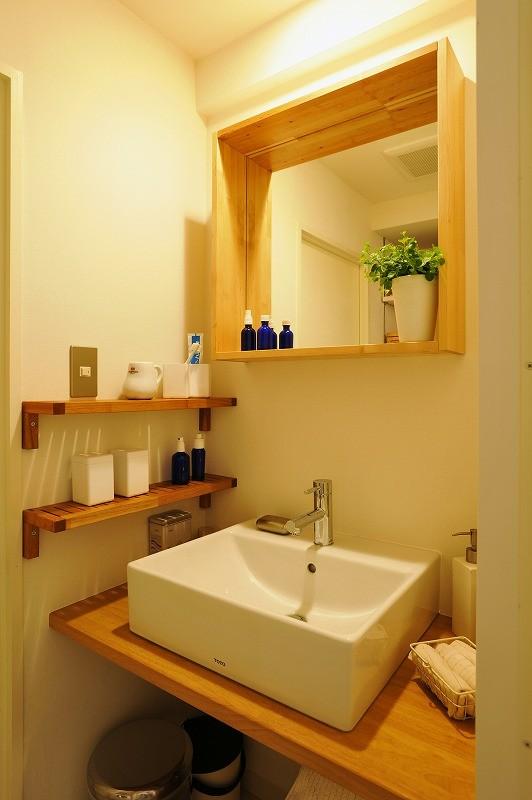 家族全員気持ちよく過せる、自然素材と回遊間取りの家 (洗面)