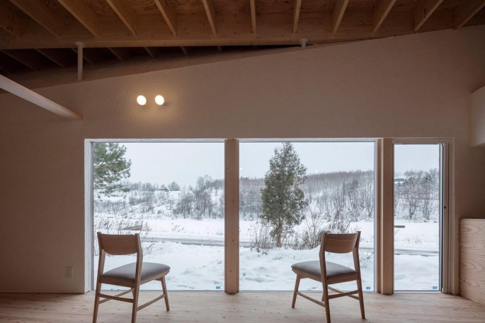 美瑛の家~美瑛の自然に寄り添う、小さな家の豊かな暮らし〜 (リビング)