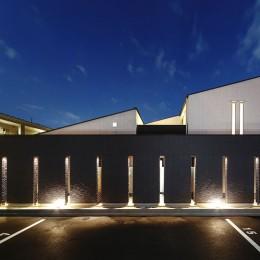 摂津の家 (外観・夜景)