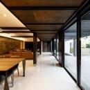 摂津の家の写真 キッチン側からリビングルームを見る