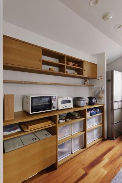 キッチン収納 (H邸_シックなテクスチャーに包まれて暮らす)