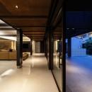 摂津の家の写真 夜のLDK空間