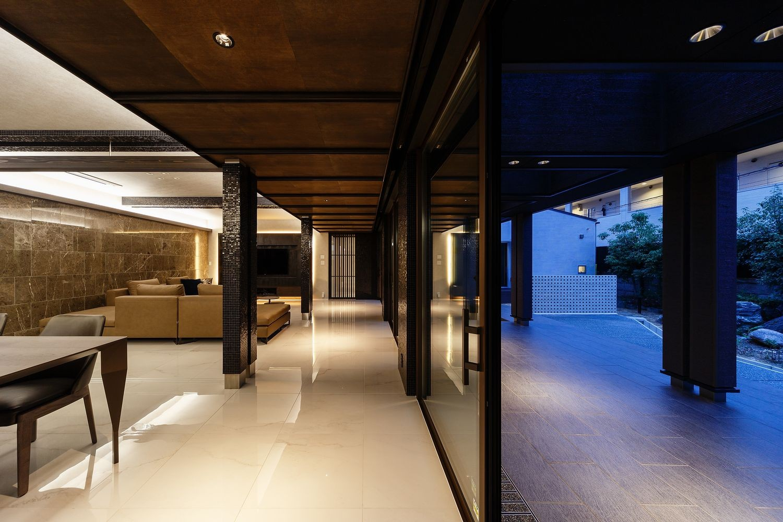 リビングダイニング事例:夜のLDK空間(摂津の家)