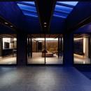 摂津の家の写真 タイルデッキテラスから見たLDK空間