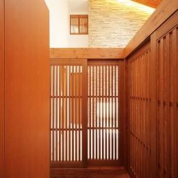 IRAKA西大寺 (格子戸で囲まれた玄関収納)