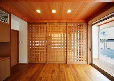 リビングルームの格子戸 (IRAKA西大寺)