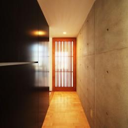 VILLA ROKKOU (廊下からLDKの入口へ)