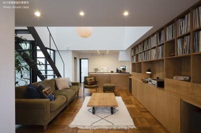 玄関から見る (建もの探訪で放送 レコード棚のある家 OUCHI-43)