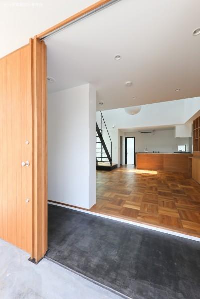 玄関土間 (建もの探訪で放送 レコード棚のある家 OUCHI-43)