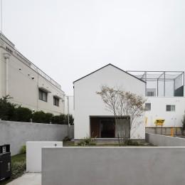 建もの探訪で放送 レコード棚のある家 OUCHI-43 (低い塀を巡らした外構)