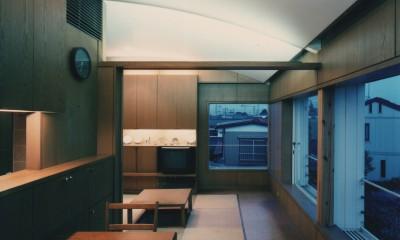 【アトリエの家】 80歳の画家のアトリエ+住居。これまでの生き方を内包し、これからの夢を育む (リビングダイニング)