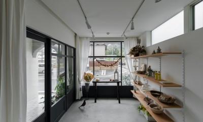 春日町の店舗併用住宅 20坪の狭小地に建つ店舗併用住宅3階建て (3坪の店舗)