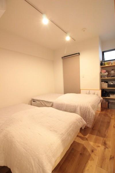 寝室 (ご不満を解消!心地良い間取りに自然素材リノベーション)