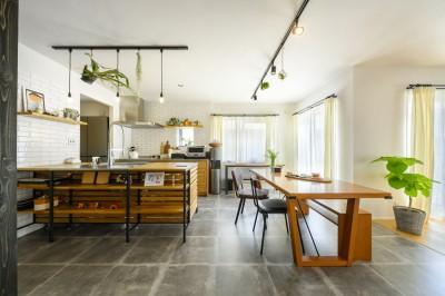 ダイニングキッチン (K邸_ずっと…もっと…家族の時間)