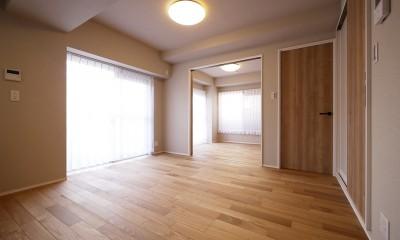 ネイビーブルーのリビングドアの部屋 (リビング)