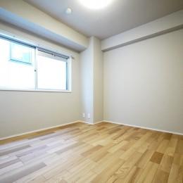 ネイビーブルーのリビングドアの部屋 (洋室)