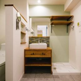 個性が光るテイストMIX空間 (洗面室)