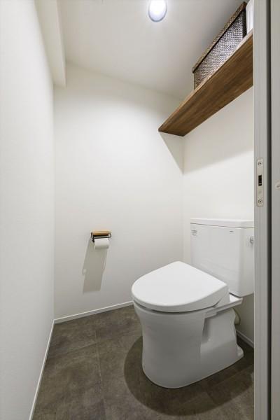 トイレ (K邸_ディープブルーに抱かれて)
