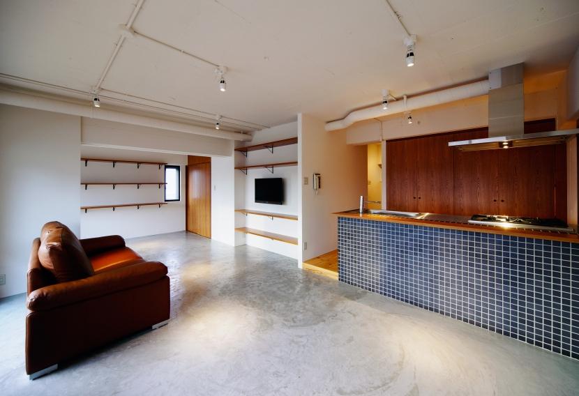 denim601の部屋 モルタル土間仕上げのリビングルーム