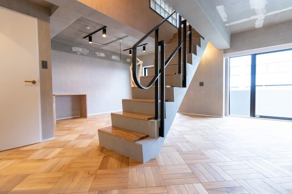 憧れのメゾネットリノベーション (室内階段)